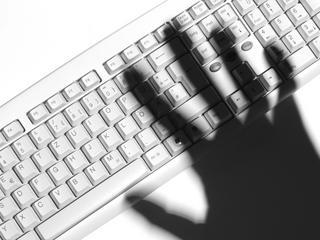 Ona niechcący ujawniła maile klientów, prokuratura ujawniła wszystkie szczegóły jej prywatnego życia