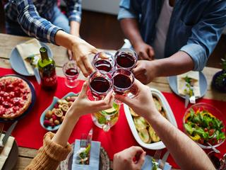 Picie alkoholu skraca życie. I to znacznie.