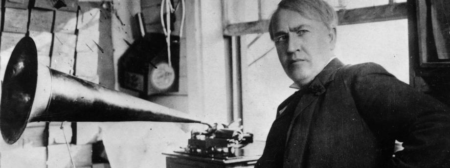 Thomas Edison z pierwszym fonografem.
