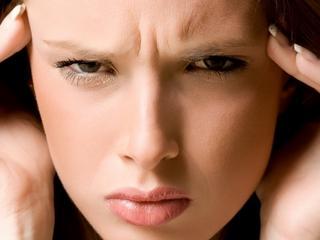 Cierpisz na zespół napięcia przedmiesiączkowego? Zrezygnuj z alkoholu
