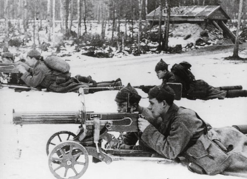 Żołnierze radzieccy z obsługi karabinów maszynowych Maxim