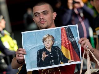 """Straszono, że jadą po """"socjal"""", tymczasem już ponad 300 000 uchodźców ma w Niemczech pracę"""
