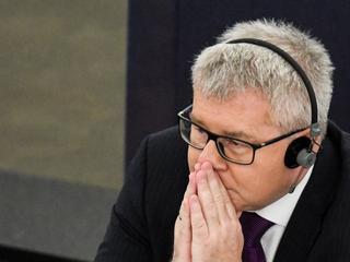 Czarnecki kreuje się na ofiarę walki o wolność słowa. Ale jest ofiarą wyłącznie własnego chamstwa