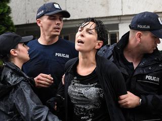 """""""Policja stosowała chwyty bardziej brutalne niż wobec gangsterów"""" [LIVE]"""