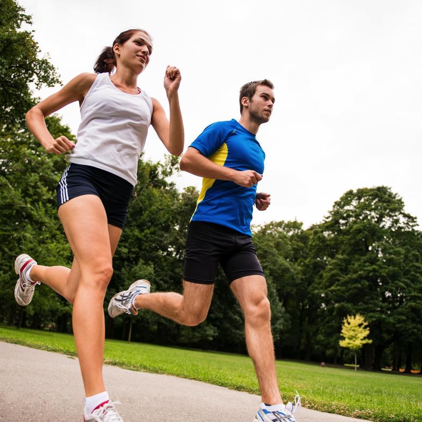 Coraz więcej Polaków biega - zarówno na co dzień, jak i w imprezach masowych