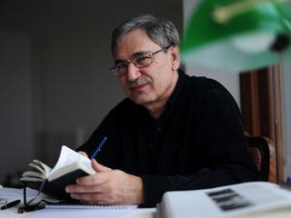 Noblista Orhan Pamuk: Powieść ma się doskonale