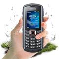 Nieślizgający materiał umożliwia stabilne i bezpieczne trzymanie telefonu w dłoni, nawet gdy ręce są mokre.