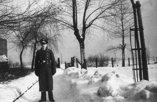 Stefan Marek w mundurze galowym podczas urlopu