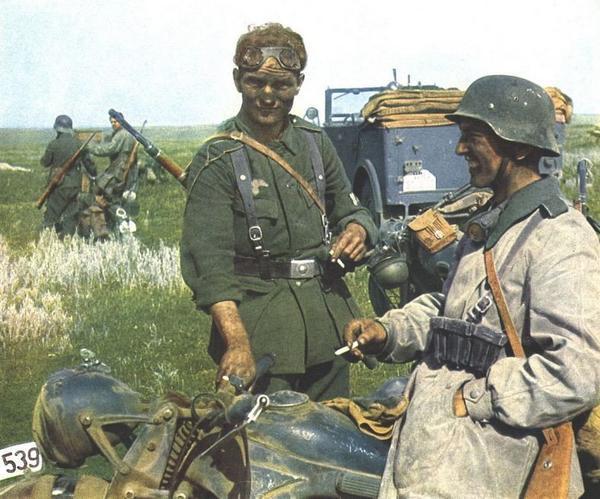 Sztucznie koloryzowane zdjęcie z tajemniczym żołnierzem
