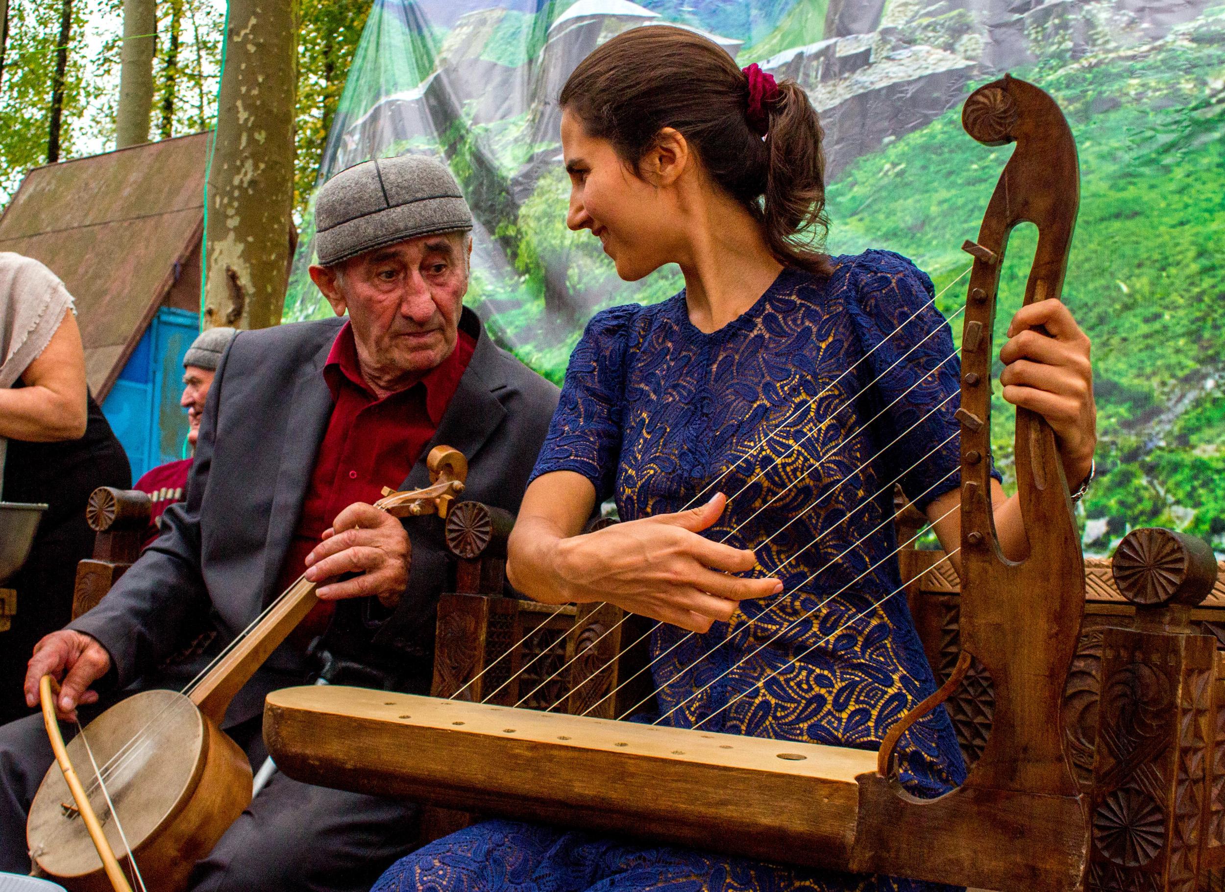 Yoanna z legendarnym muzykiem ze Swanetii, śp. Islamem Pilpani