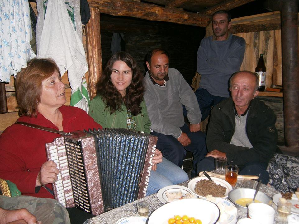 Yoanna na wyprawie etnomuzykologicznej w Tuszetii