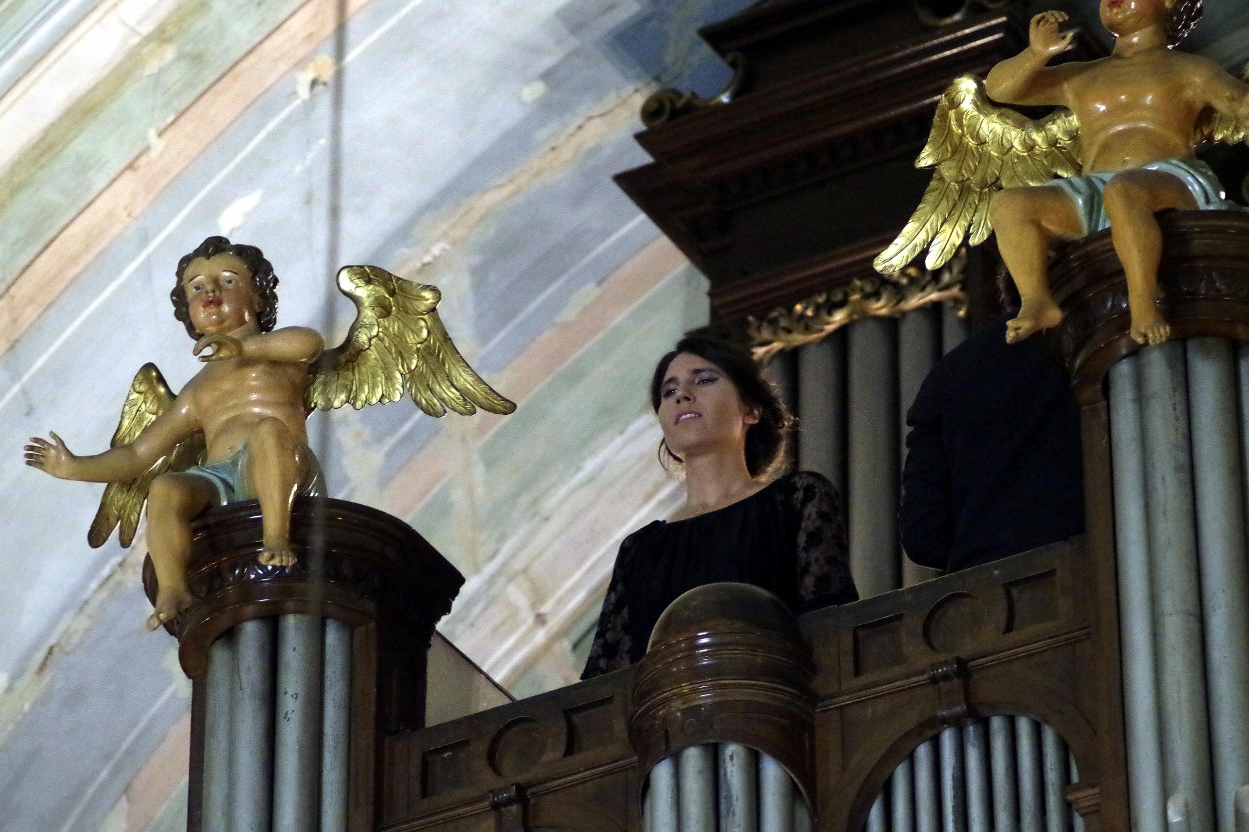 Yoanna wykonuje utwór Salve Regina Konstantego Gorskiego w kościele w Tbilisi