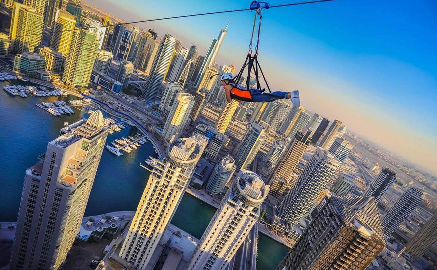 Najdłuższa na świecie miejska tyrolka znajduje się w Dubaju