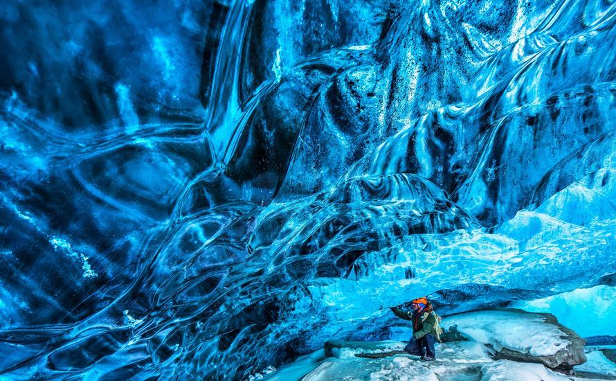 Fantastyczne lodowe jaskinie pod lodowcem Vatnajokull na Islandii