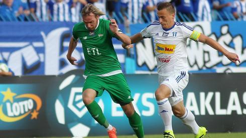 Kapitanowie obu zespołów: Milos Krasić i Maksymilian Rogalski (fot. Piotr Matusewicz/Pressfocus)