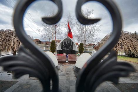 Spomenik komandantu Lešiju
