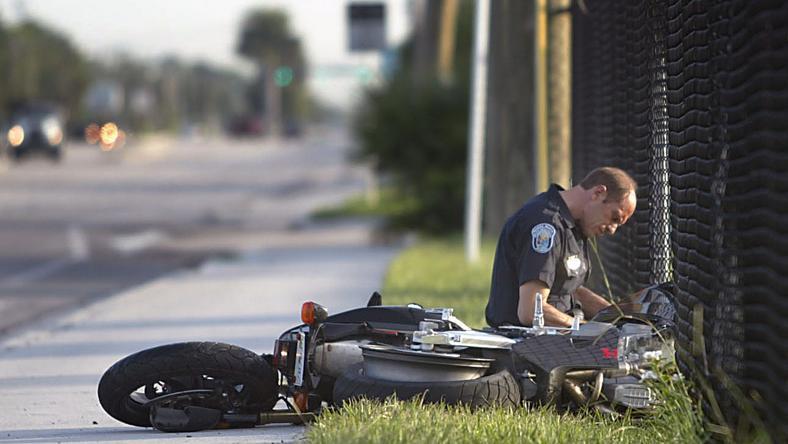 Nem tudni, milyen sérüléseket szenvedett a motoros. /Fotó: Northfoto