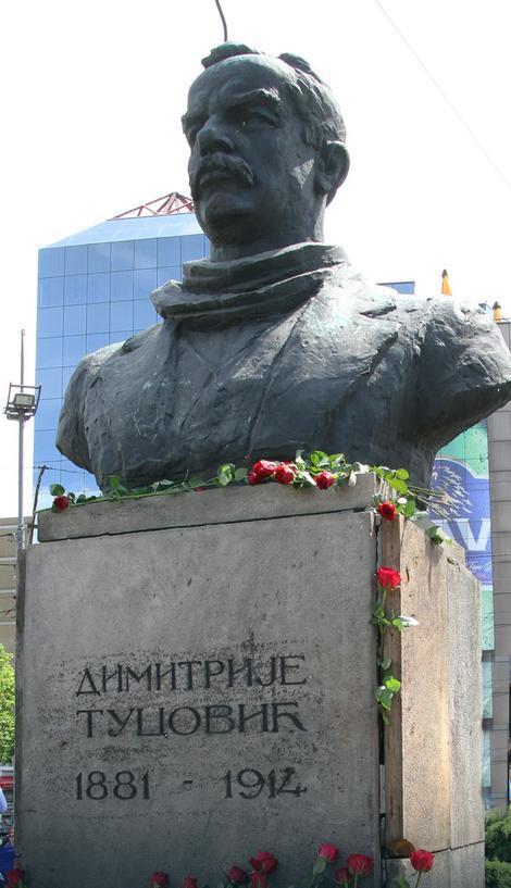 Spomenik Dimitriju Tucoviću na Slaviji u Beogradu