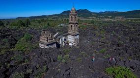 San Juan Parangaricutiro - kościół wyrastający z popiołów i lawy; jedyna pamiątka po wsi pochłoniętej przez erupcję wulkan Paricutin
