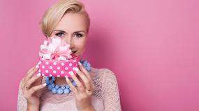Prezenty na dzień kobiet - co wybrać, by ucieszyć obdarowywaną?