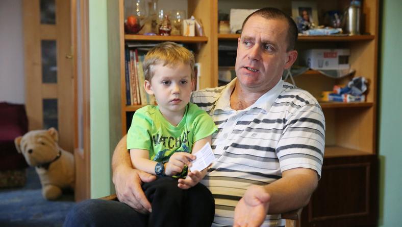 Józsika az apja szerint az eset óta fél, ha sok ember közt van/ Fotó: Weber Zsolt