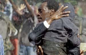 "Kadr z filmu ""Hotel Ruanda"""