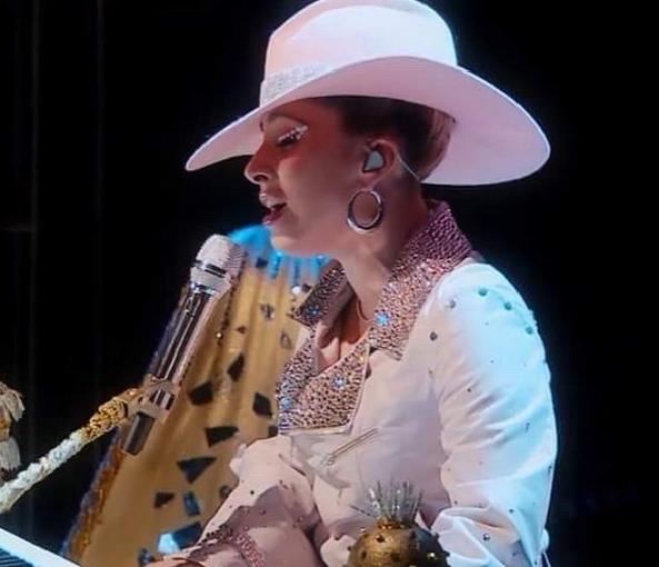 Lady Gaga w kurtce Krzysztofa Stróżyny