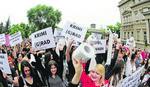 OPOZICIJA NE UME DA ISKORISTI BUNT Sve više ljudi na protestima u Savamali, a u strankama sukobi