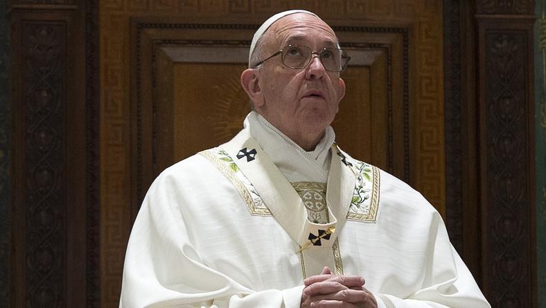 Ferenc pápa megbánása, bűnbocsánatért való esedezése szokatlan az egyházfők között / Fotó: AFP