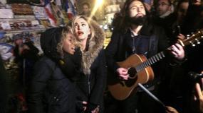 Madonna śpiewa na ulicy w Paryżu