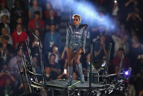 Lady Gaga w kreacjach od Donatelli Versace