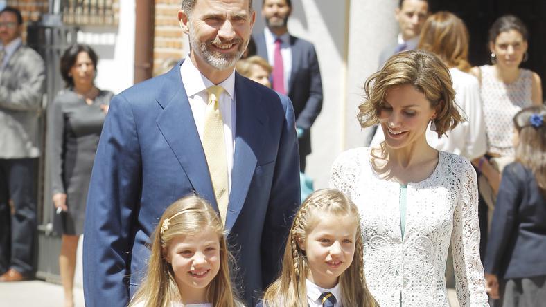 Jelenleg Fülöp uralkodik Spanyolországban, felesége Letizia, két lányuk  Eleonóra és Zsófia