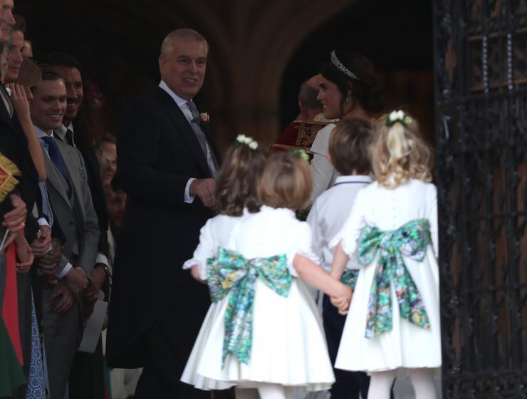 Eugénia hercegnő esküvője- érkeznek a kis koszorúslányok, köztük Sarolta, Katalin kislánya  Fotó : Profimedia-Reddot