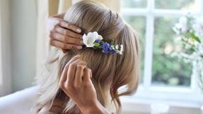 Kasia Tusk pokazuje jak upiąć kwiaty we włosach