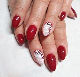 Czerwony manicure w wielu wydaniach