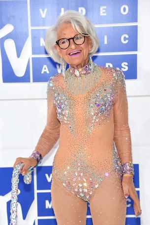 88-letnia szafiraka dała czadu na gali VMA 2016