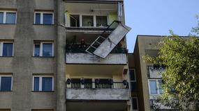 Warszawa: betonowa balustrada zwisa z dziewiątego piętra