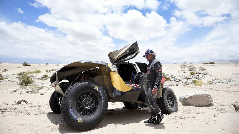 Vezette a Dakar-ralit a spanyol Carlos Sainz, de az autója nem bírta a tempót / Fotó: MTI