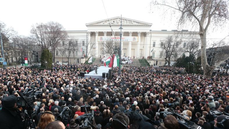 A Múzeumkertben mindig hatalmas tömeg szokott lenni március 15-én /Fotó: Isza Ferenc