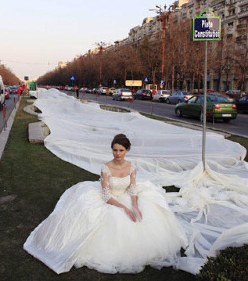 Három kilométeres menyasszonyi ruha - Blikk.hu a597b80c33