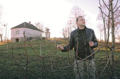 Selo ga ne odvaja od pozorišta: Glumac na svom imanju