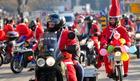Deda Mrazevi na motorima krenuli u Sremčicu da obraduju mališane: Najmlađi Deda Mraz ima samo osam meseci!