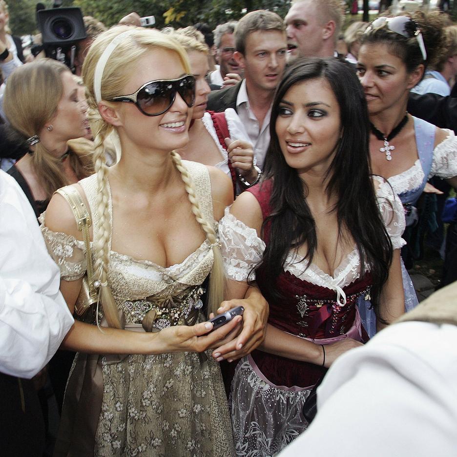 2006: Kim Kardashian i Paris Hilton na Oktoberfest w Monachium / Getty Images