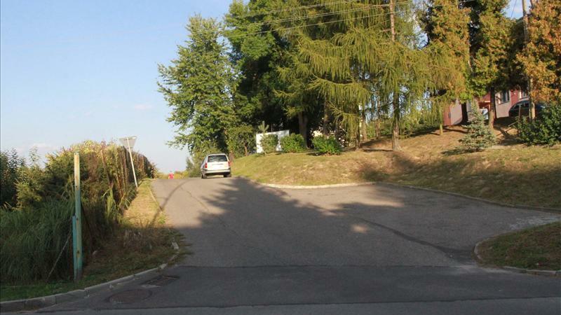 Urzędniczy absurd w Przeworsku. Rozbiorą ludziom drogę, bo nie ma jej w planach. Foto: fakt.pl