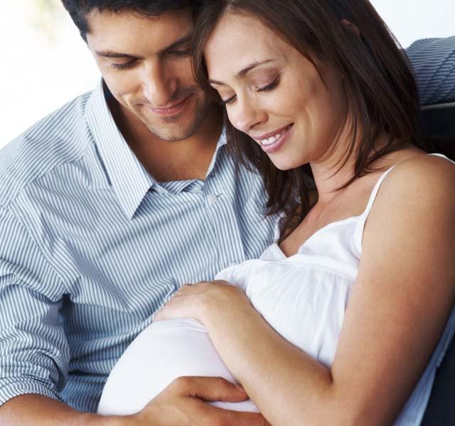 egy terhes nőnek visszérgyomra van