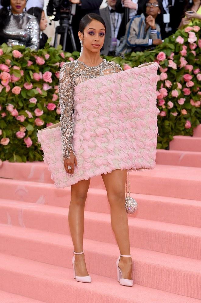 Liz Koshy arrives at the Met Gala 2019 [Credit: Vogue]