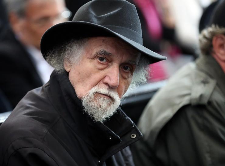 Sándor György Kossuth- és Jászai Mari-díjas író a gyászoló tömegben /Fotó: Isza Ferenc