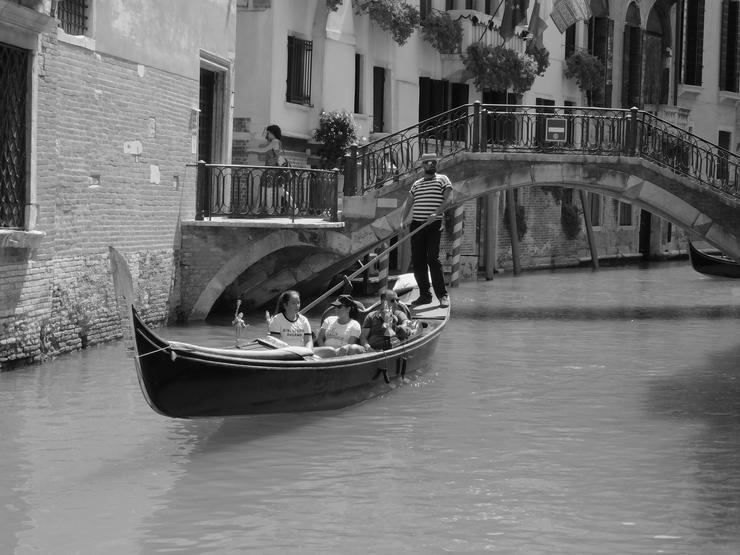 Bakó Zoltán  egy gondtalan  gondolázásra  vitte el  családját a  csodás  Velencében