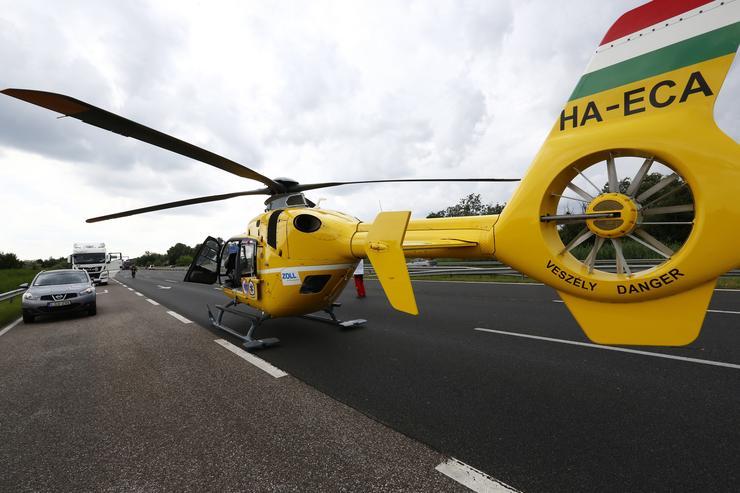 A mentőhelikopter felszállásra kész/ Fotó: Fuszek Gábor