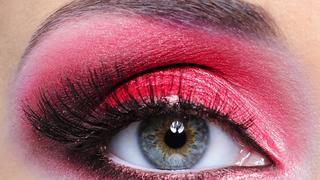 Hit sieci: makijaż oczu w kolorze czerwieni